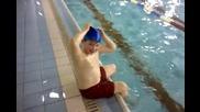 Най-бързият и лесен начин да сложиш плувна шапка
