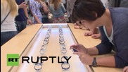Russia: Muscovites queue to get into first official store on Apple Watch release day
