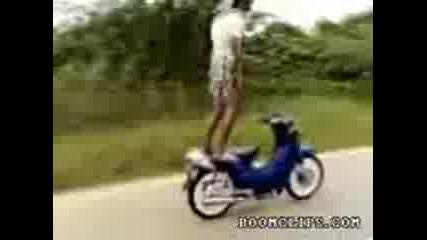 Невероятни трикове със скутер