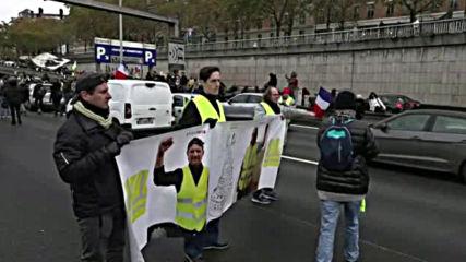 """Задържаха 24 души на протеста на """"жълтите жилетки"""" в Париж"""
