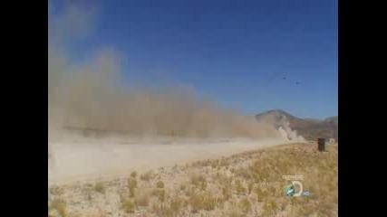 Смазване на кола с ракета - Ловци на Митове