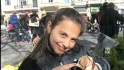 Сладката муцунка е омазана със сладолед.