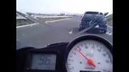 Yamaha R6 се движи с 267 кмч, а пред нея хвърчи лудата Бургаска Астра! Какво ще кажете!