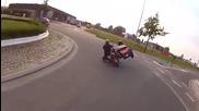 Как се преминава на кръгово кръстовище на мотор с кош ?