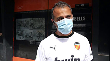 Spain: Valencia CF fans return to Mestalla stadium after 442 days