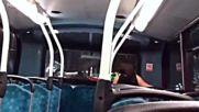 Какво се случва на задната седалка на лондонски нощен автобус