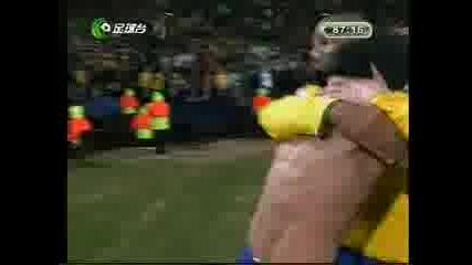 Гола на Дани Алвеш, който класира Бразилия на финала