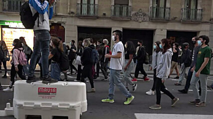 Spain: Students march to demand improvements to education system