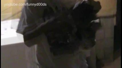 Шега - Как да изплашите някой с въздушен клаксон (смях)