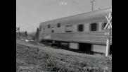 Влак Почти Прегазва Заседнала Кола