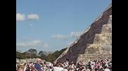 Посрещане на пролетното равноденствие - Пирамидата в Чичен Итца, Мексико. 21.03.2012 г.