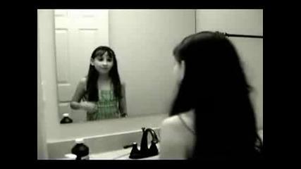 Призрак На Момиче В Огледалото!