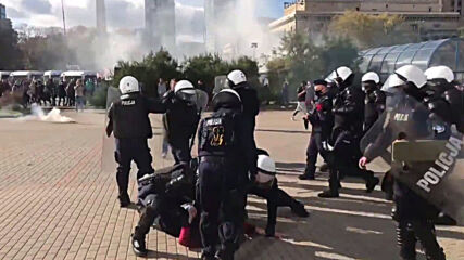 Poland: Police clash with anti-COVID restrictions protesters in Warsaw
