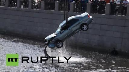 Русия: Изваждането на катастрофирала кола, Санкт Петербург