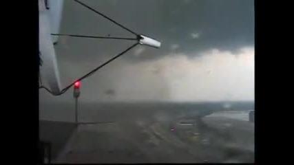 Торнадо в Спрингфиелд,масачузец!