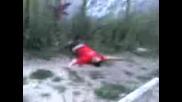 Разбивача Сами се Забива В Ограда
