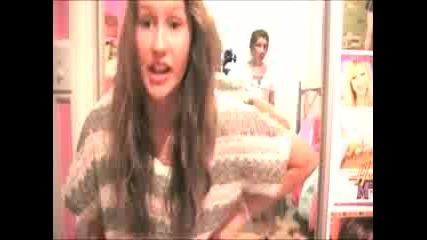 момичета, .правят клипче на песента Kesha - Tik Tok..!
