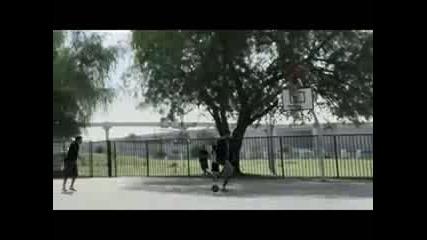 Трикове с Баскетболна топка!
