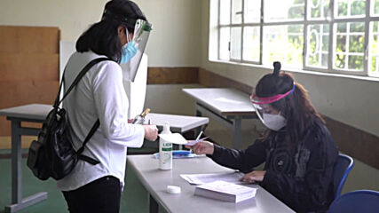Ecuador: Voters head to the polls in Quito as presidential run-off gets underway