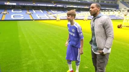 Justin Bieber играе с Fernando Torres and Frank Lampard !!!
