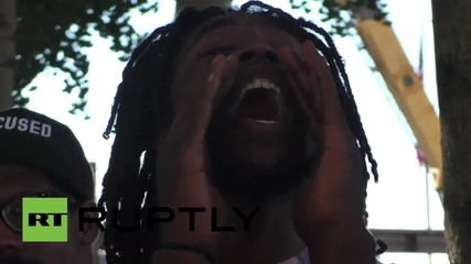 USA: Protesters gather at St Louis County Justice Center, get friends released