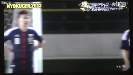 Двама японски футболисти срещу 55 деца