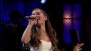Ариана Гранде изпълнява бродуей версий на рап песни при Jimmy Fallon