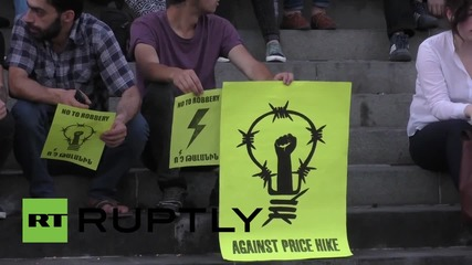 Armenia: Electric Yerevan protesters move to Freedom Square after police eviction
