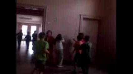 Луди Момичета В коридора