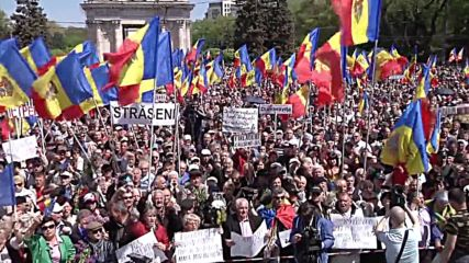 Moldova: Thousands demand govt resignation and snap elections in Chisinau