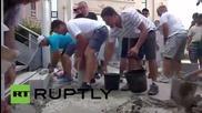Франция: Ядосани фермери горят пощенски кутии пред правителствена сграда