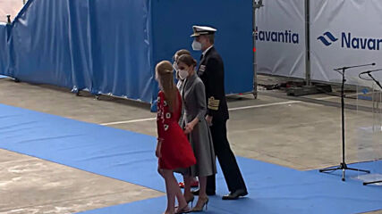 Spain: Royal family presides over launch of navy submarine