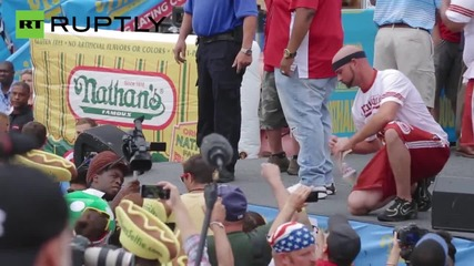 Nathan's Hotdog Eating Contest - 62 Hotdogs in 10 Minutes!