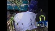 6 жертви при катастрофа между влак и микробус в Италия
