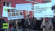 Latvia: Anti-refugee protesters stage rally outside parliament in Riga