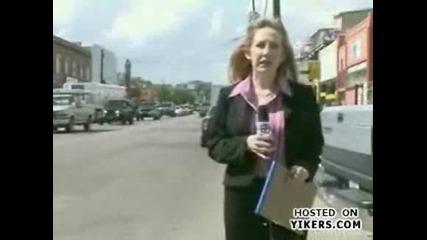 Репортерката тотално откачи !!! (смях)