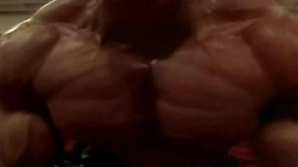 Битка на титани / Арнолд Шварценегер - Люи Фригно.