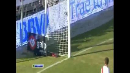 Cristiano Ronaldo вкарва гол с пета