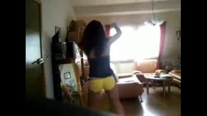 Момиче Dance Пред Своята Камера Яко