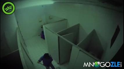 Най-големият страх в тоалетната ! - Скрита камера !