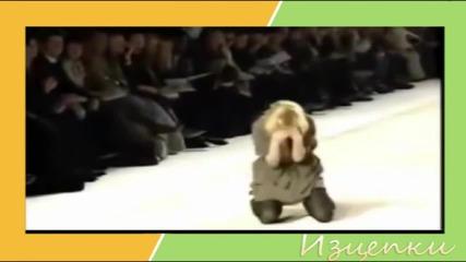 Тези манекенки се съсипаха от падане! 100% смях от модния подиум :))