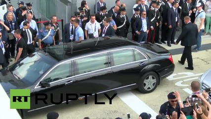 Italy: Putin cheered by supporters as he departs Expo Milano