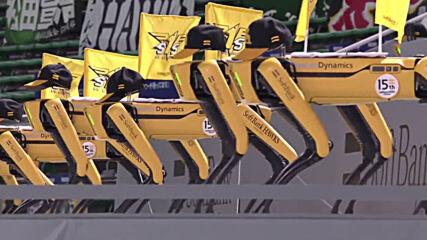 Танцуващи роботи заместиха феновете на мач в Токио