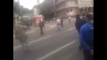 Мариопул 09.05.2014. Войници на киевската хунта стрелят по мирни жители