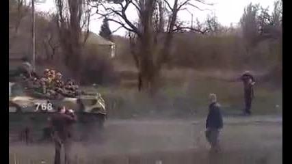 Украйна - Танкове отиват към непокорния Донецк. 09.04.2014