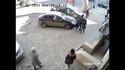 Кражба от автомобил посред бял ден