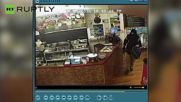 Restaurant Owner Totally Ignores Armed Robber, Continues Serving Customer