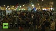 Унгария: Хиляди бежанци молят за състрадание пред гарата в Келети
