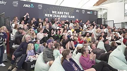 New Zealand: Fans watch as Dame Valerie Adams wins 4th Olympic shot put medal