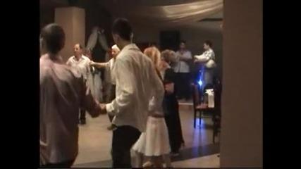 Нели Танева-китка народни песни на сватба в гр.ямбол Димо из Хасково вървеше...